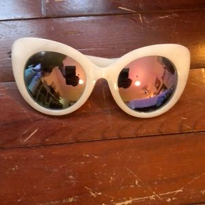 Quay sunglasses with reflective frames